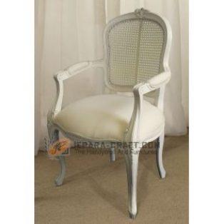 Kursi Rococo Putih kombinasi Rotan dan Jok