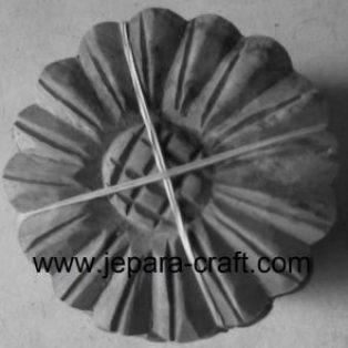Ornamen ukir tempel bulat roti